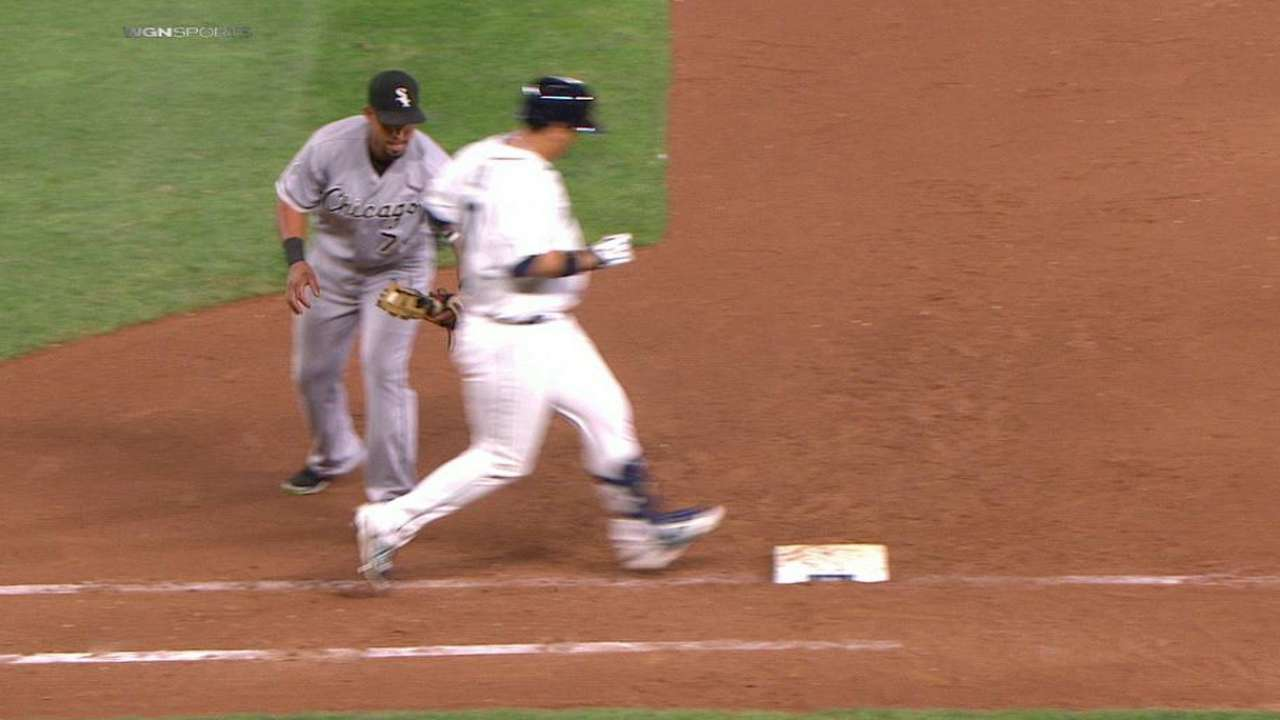 Abreu tags Lee at first