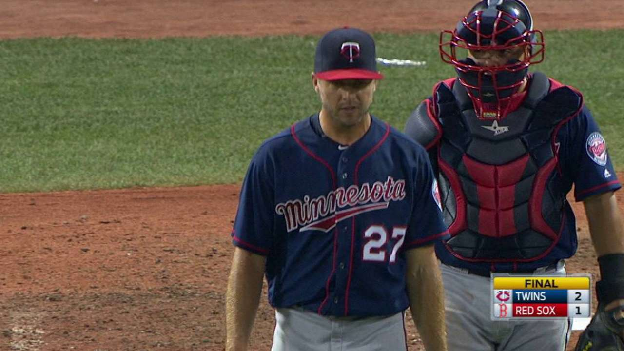 Twins escape 9th-inning jam to top Red Sox