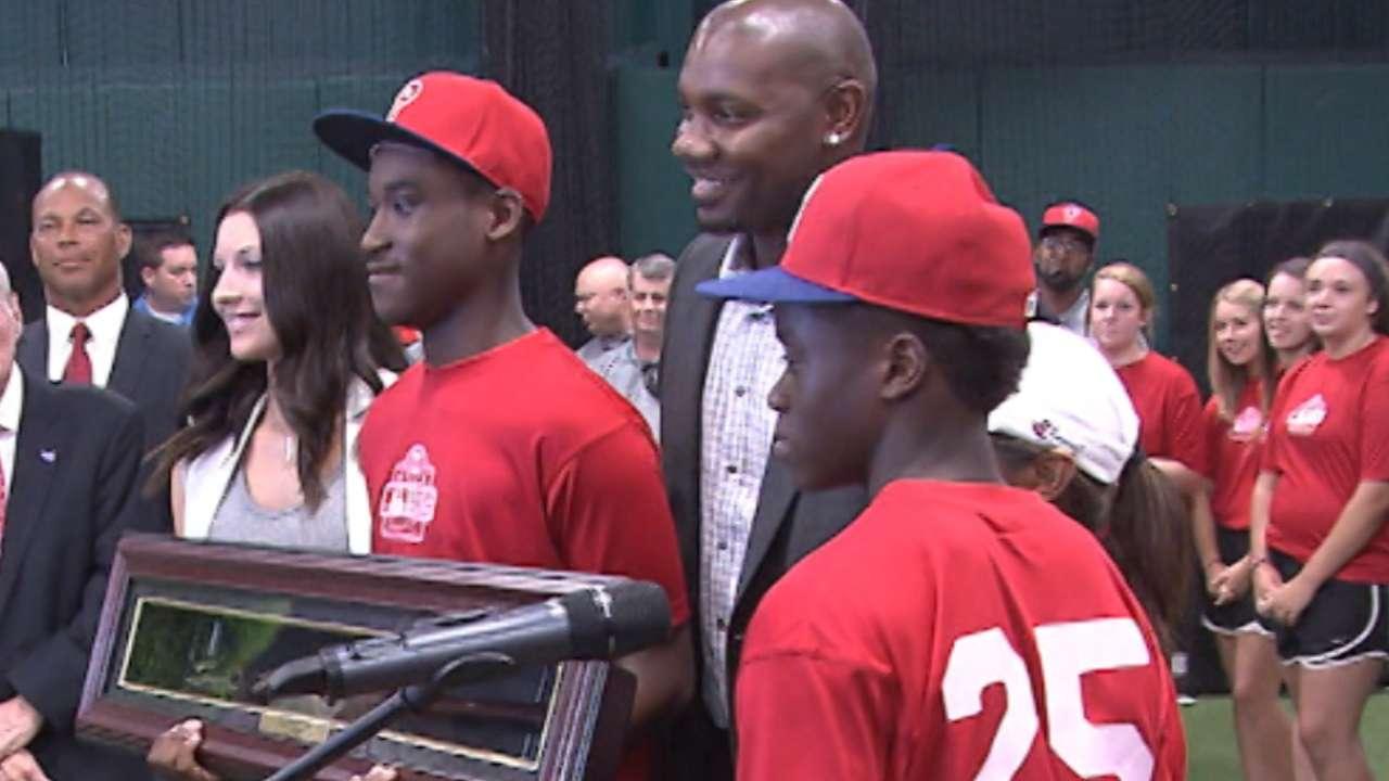 Phillies, Howard support UYA