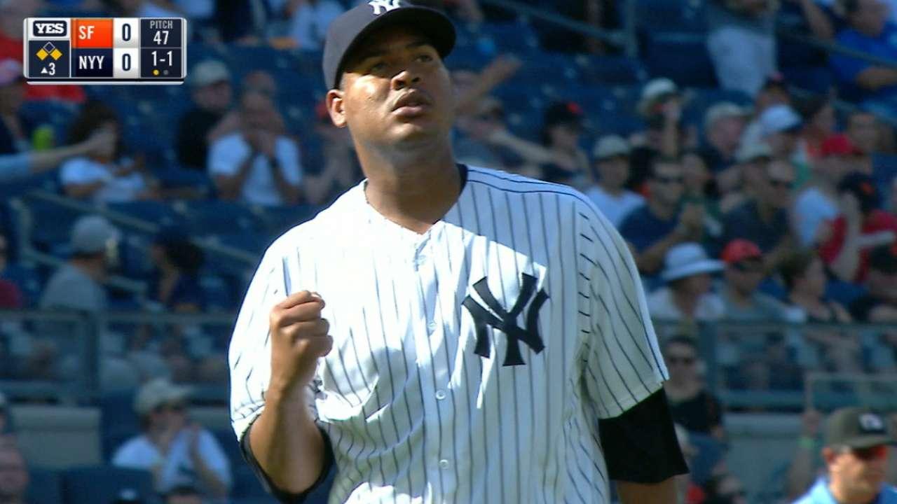 Bucs pick up righty Nova from Yankees