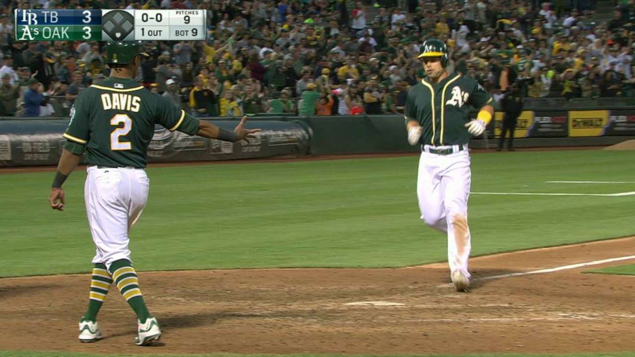 Smolinski's game-tying homer