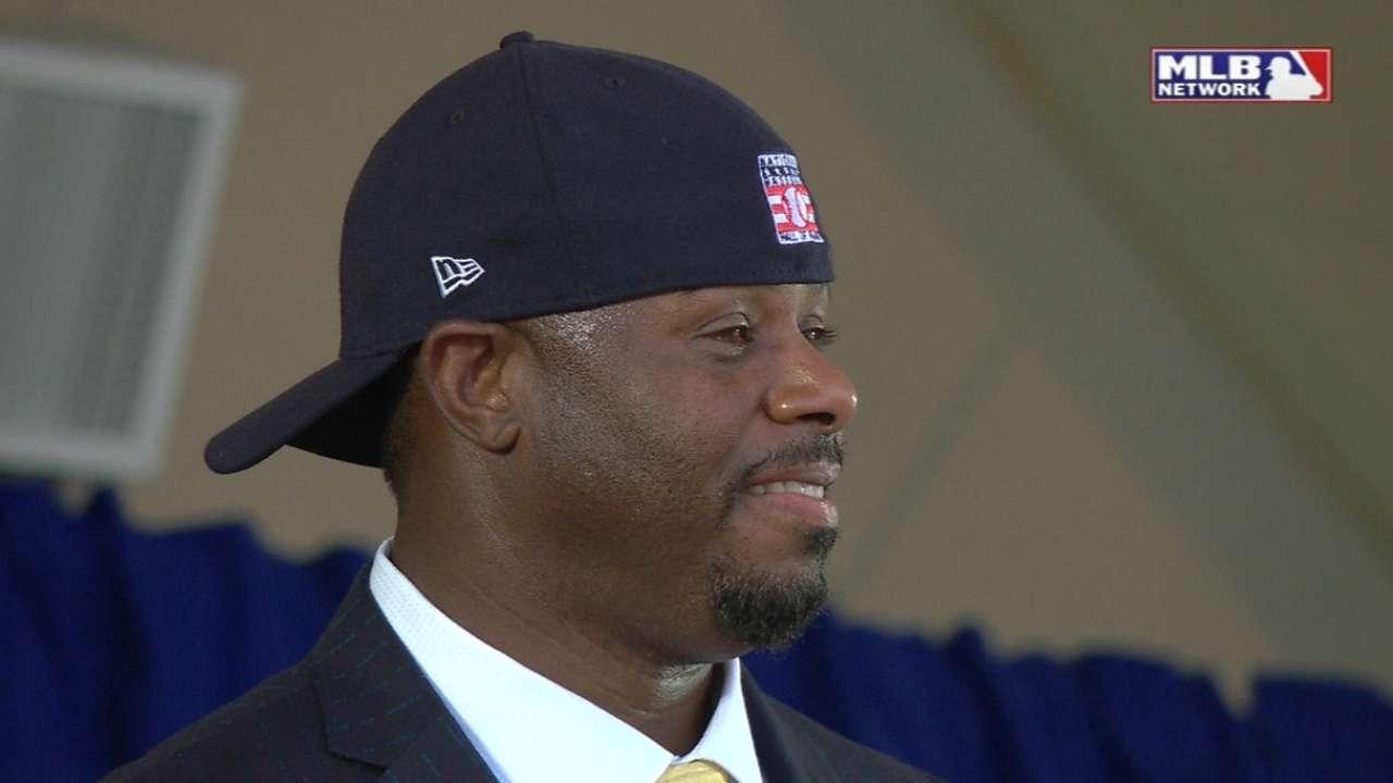 Griffey Jr. dons backwards hat