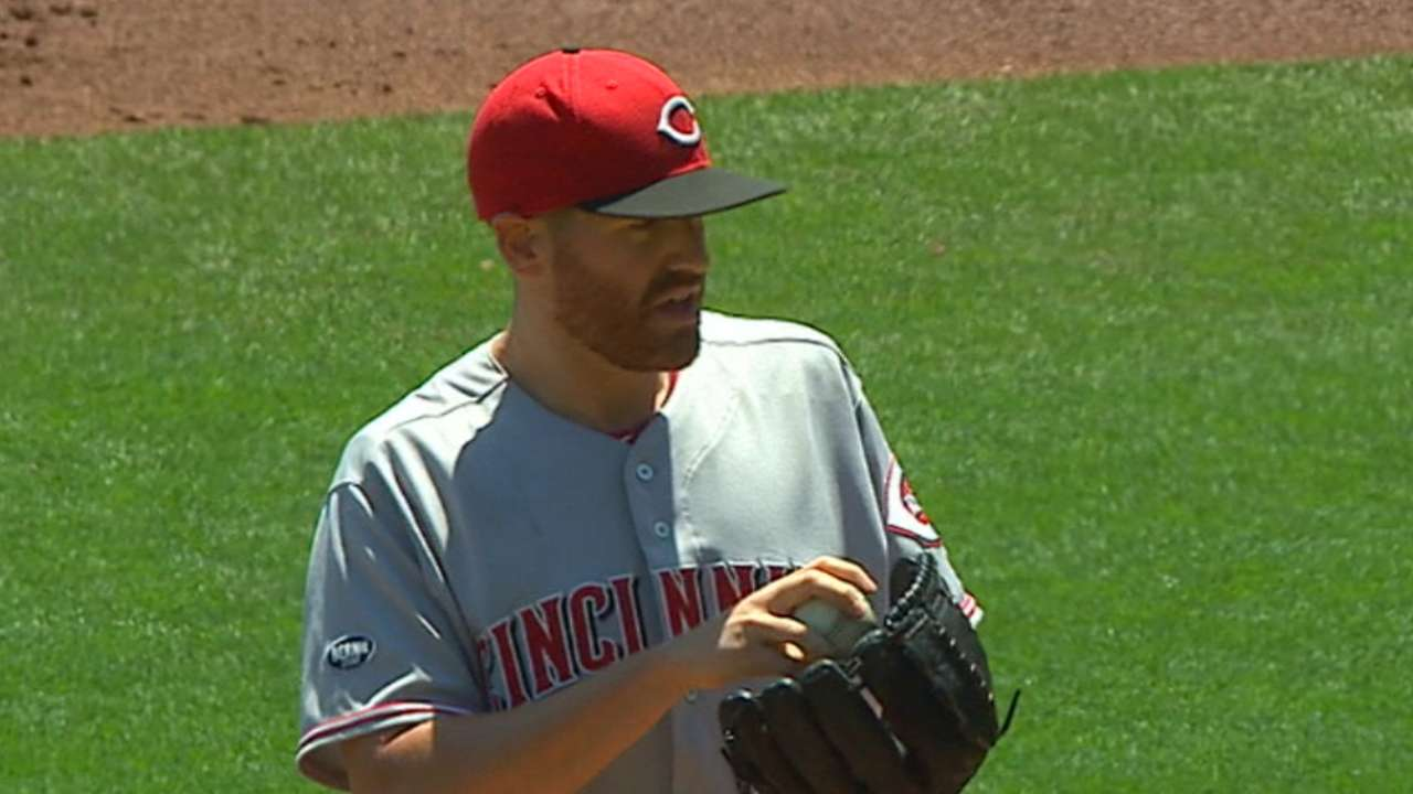 Straily's 'beautiful game' bests Bumgarner