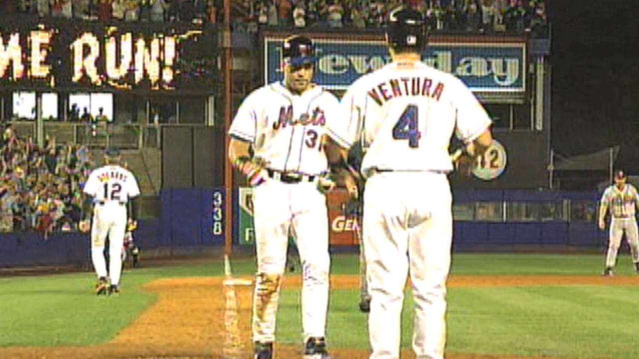 Mets apologize for iconic Piazza jersey mishap