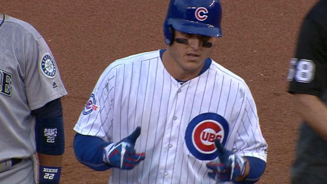 Thunderous bats lead Cubs' rainy win vs. M's