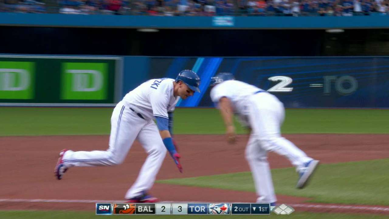 HR burst in first: Jays within nose of O's