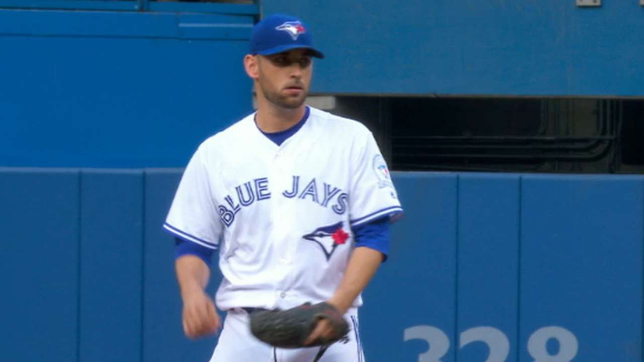 Estrada fans six in outing