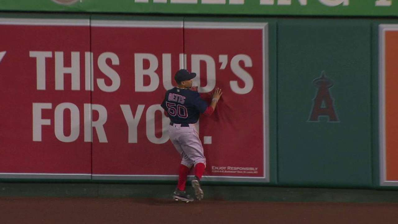 Betts' leaping catch robs Pujols