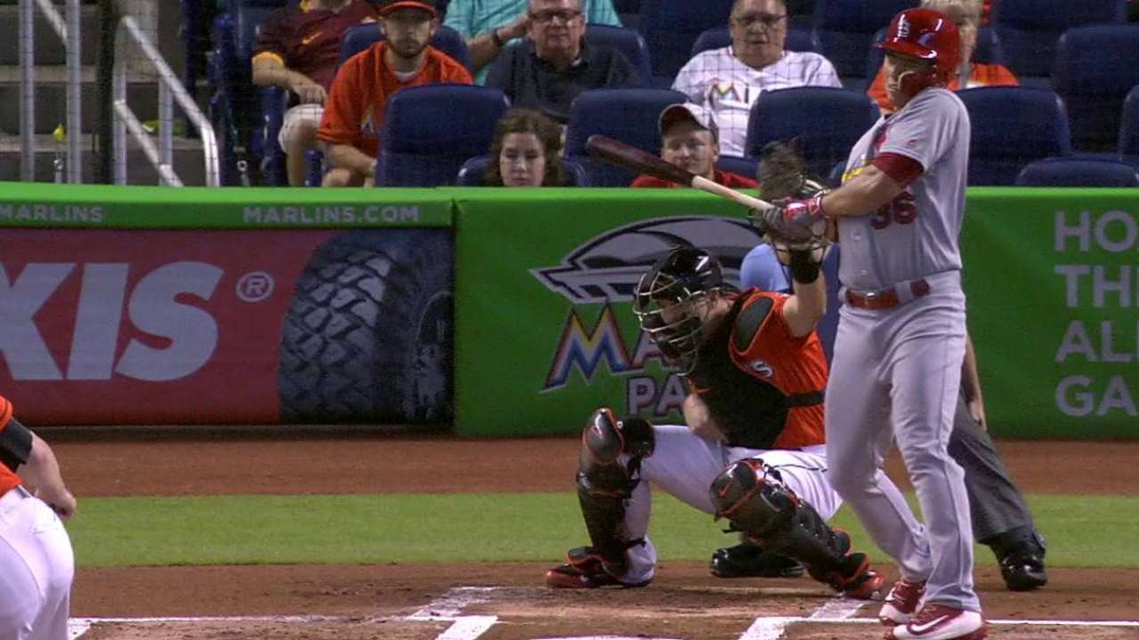 Cards put Diaz on DL with fractured thumb