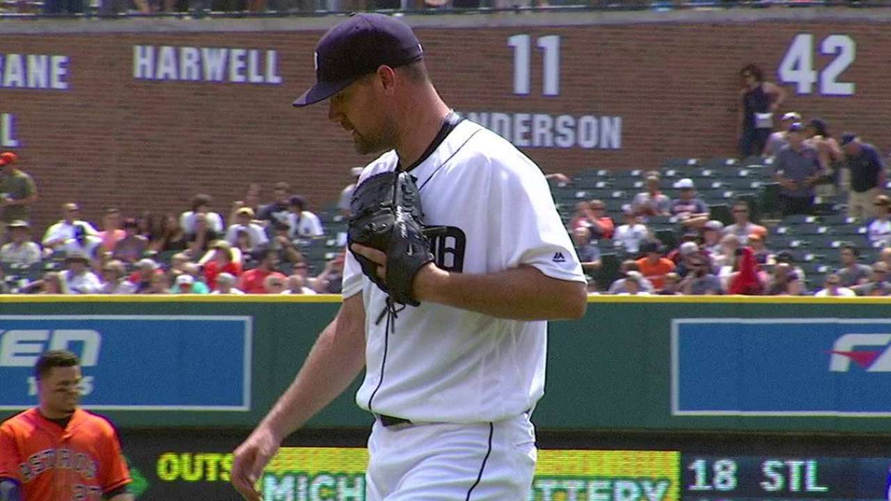 Pelfrey gets out of a jam