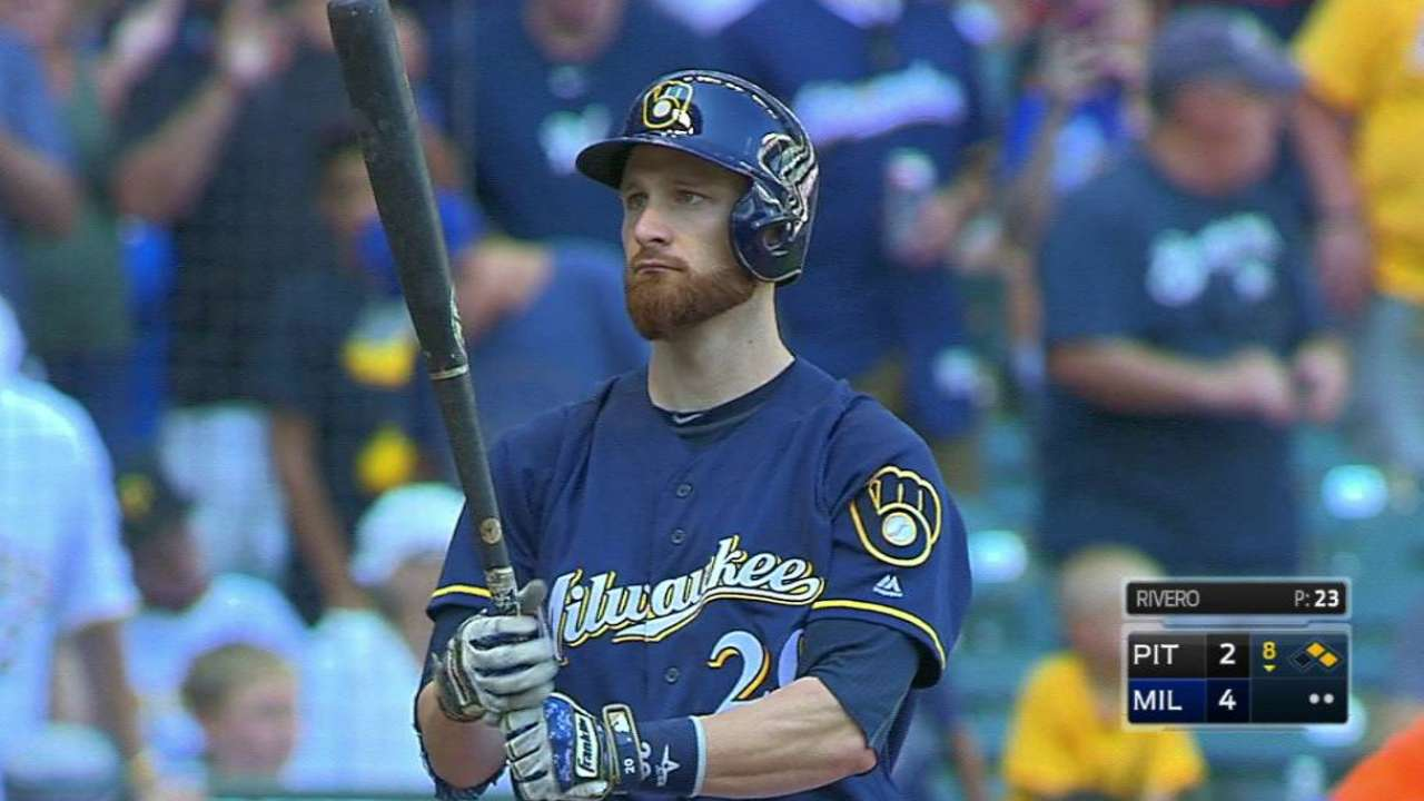 Lucroy receives ovation from Miller Park fans
