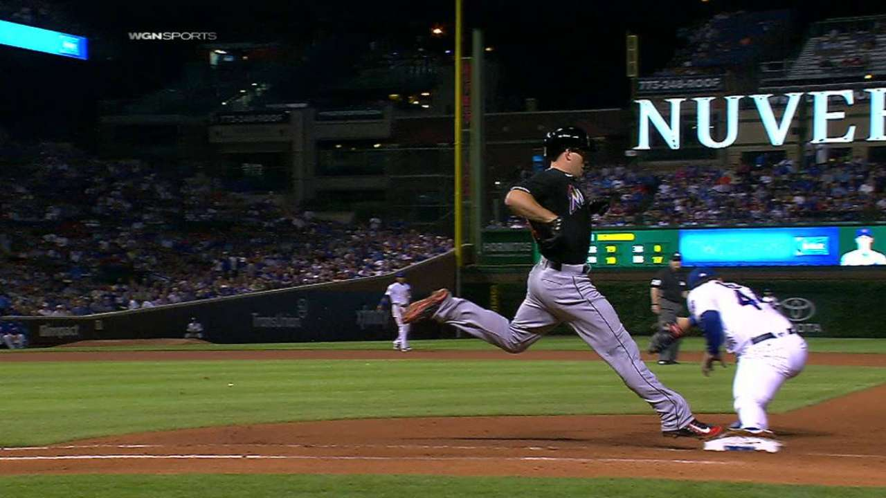 Russell throws out Realmuto