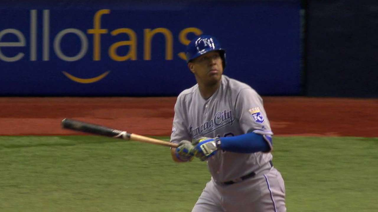 Salvy's clutch homer helps Royals rock Rays