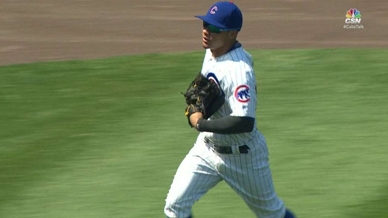 Contreras helps Cubs with ability to play outfield