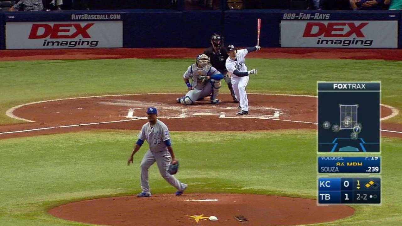 Souza Jr.'s three-run homer