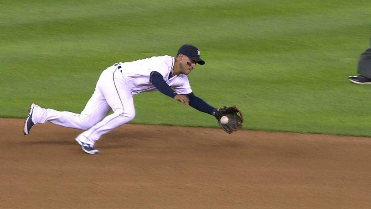 Iglesias' diving play at short