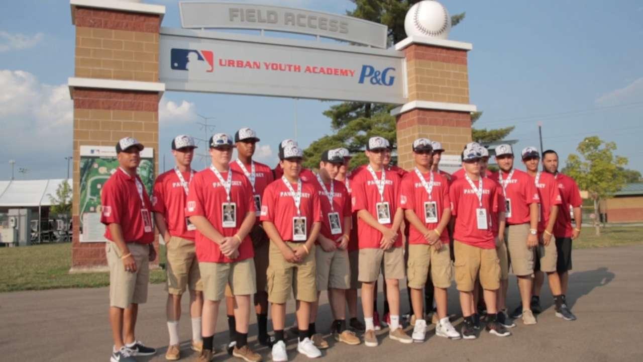 Reds icon Davis helps launch RBI World Series