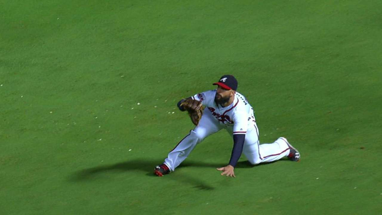 Markakis' key catch in the 6th