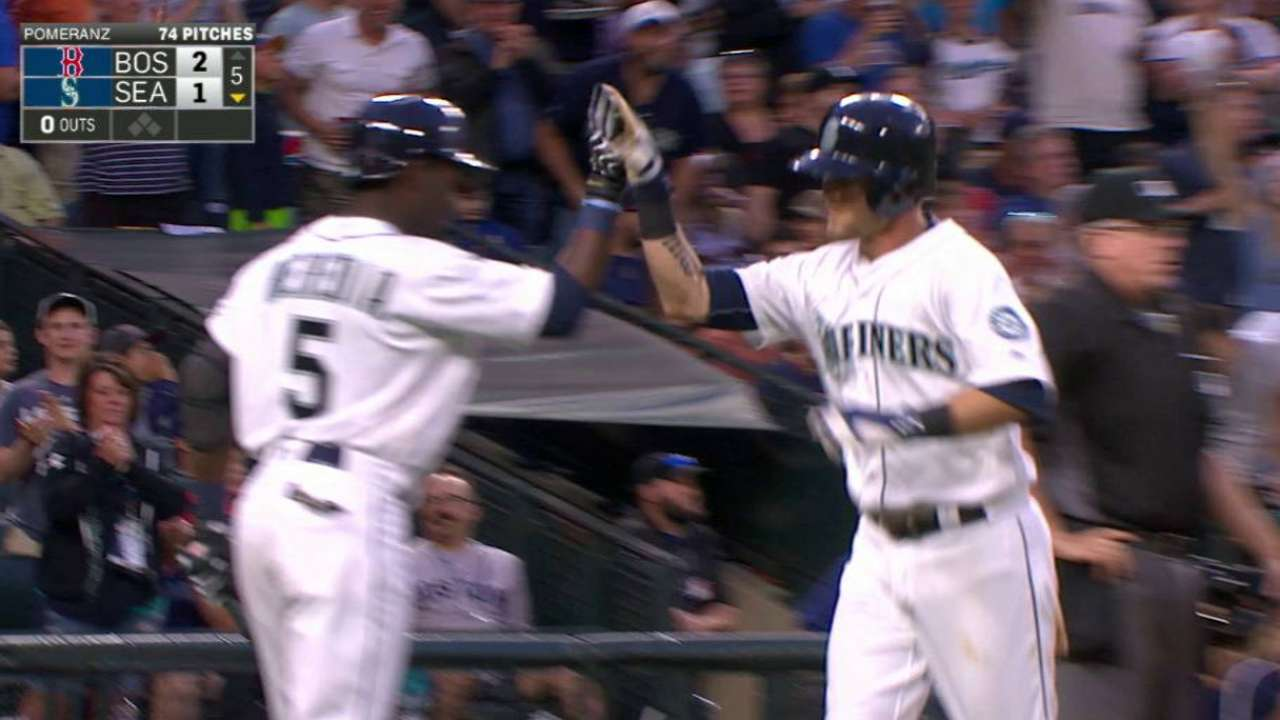 Mariners rally, but fall in 11 to Sox