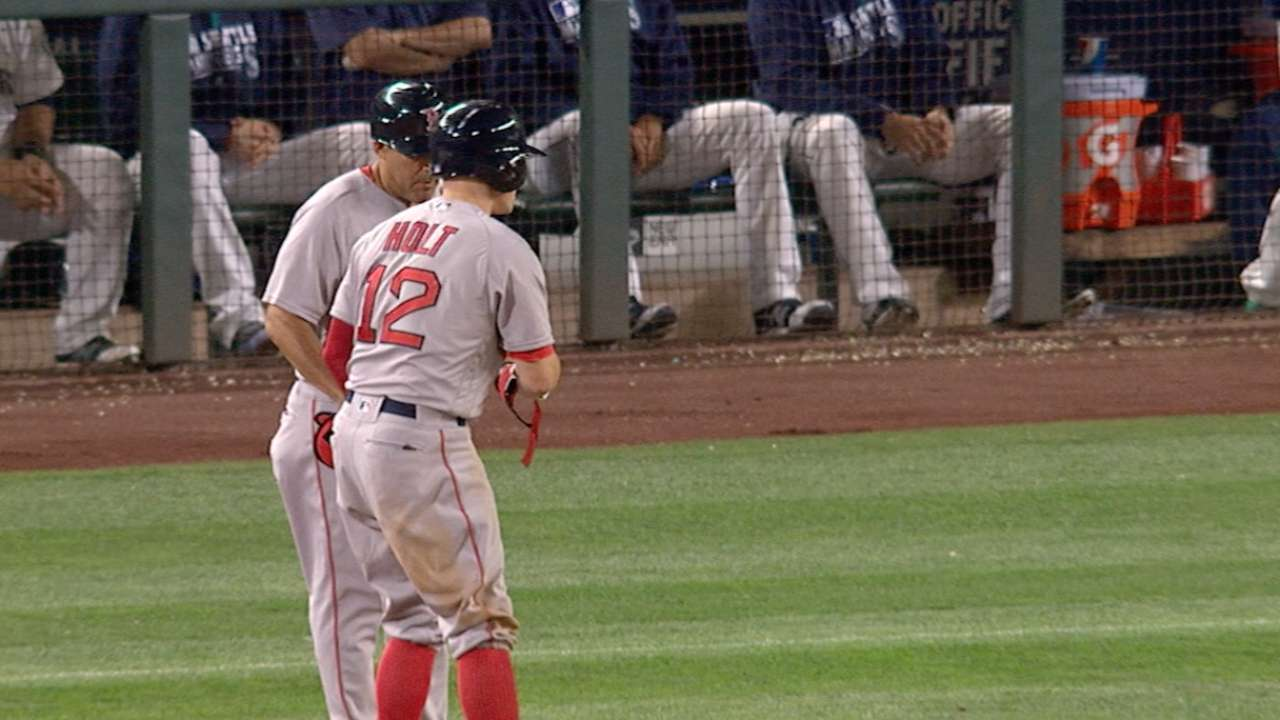 Holt's single in 11th lifts Red Sox