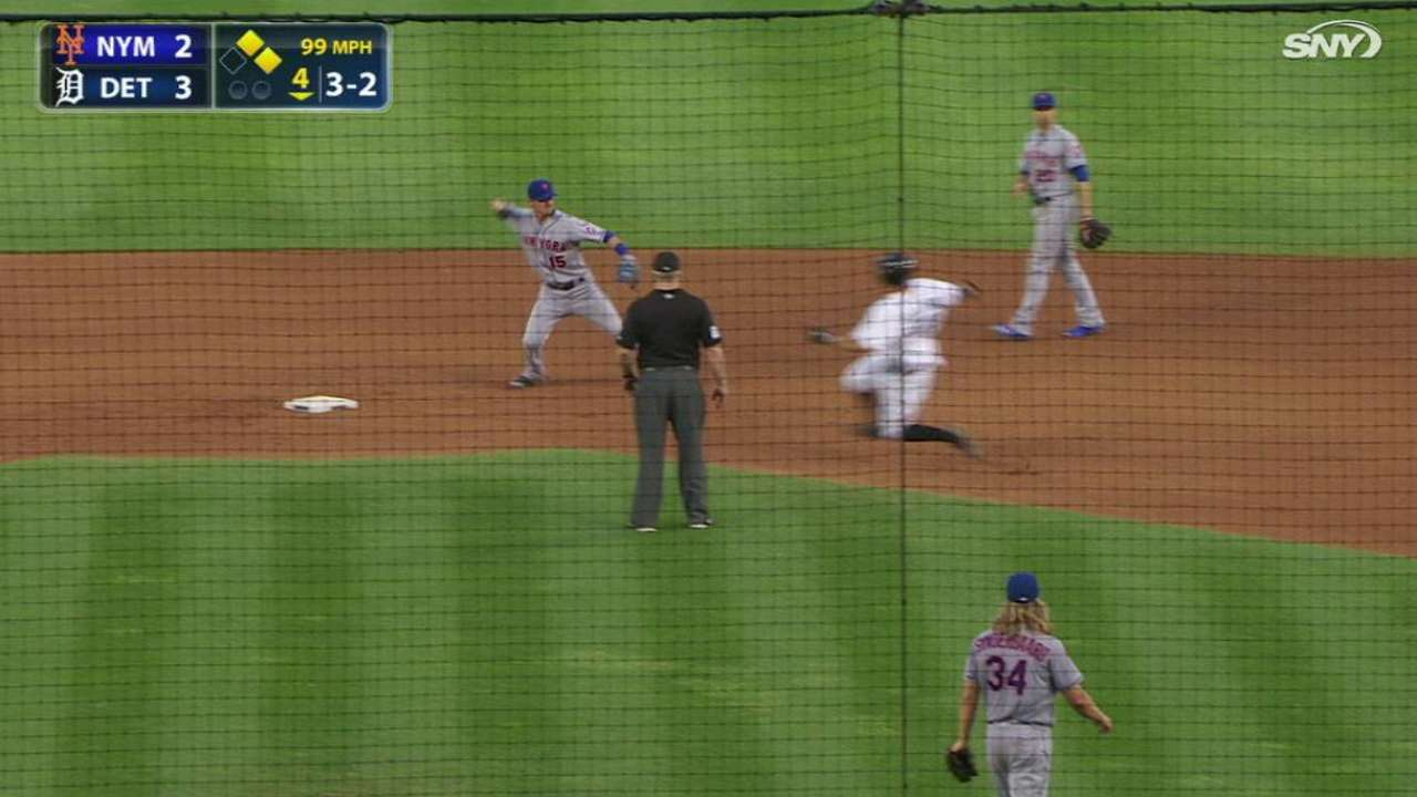 Syndergaard gets a double play