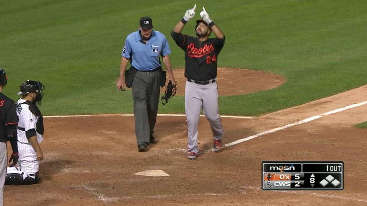 2 jonrones de Álvarez mantienen a Orioles en la cima