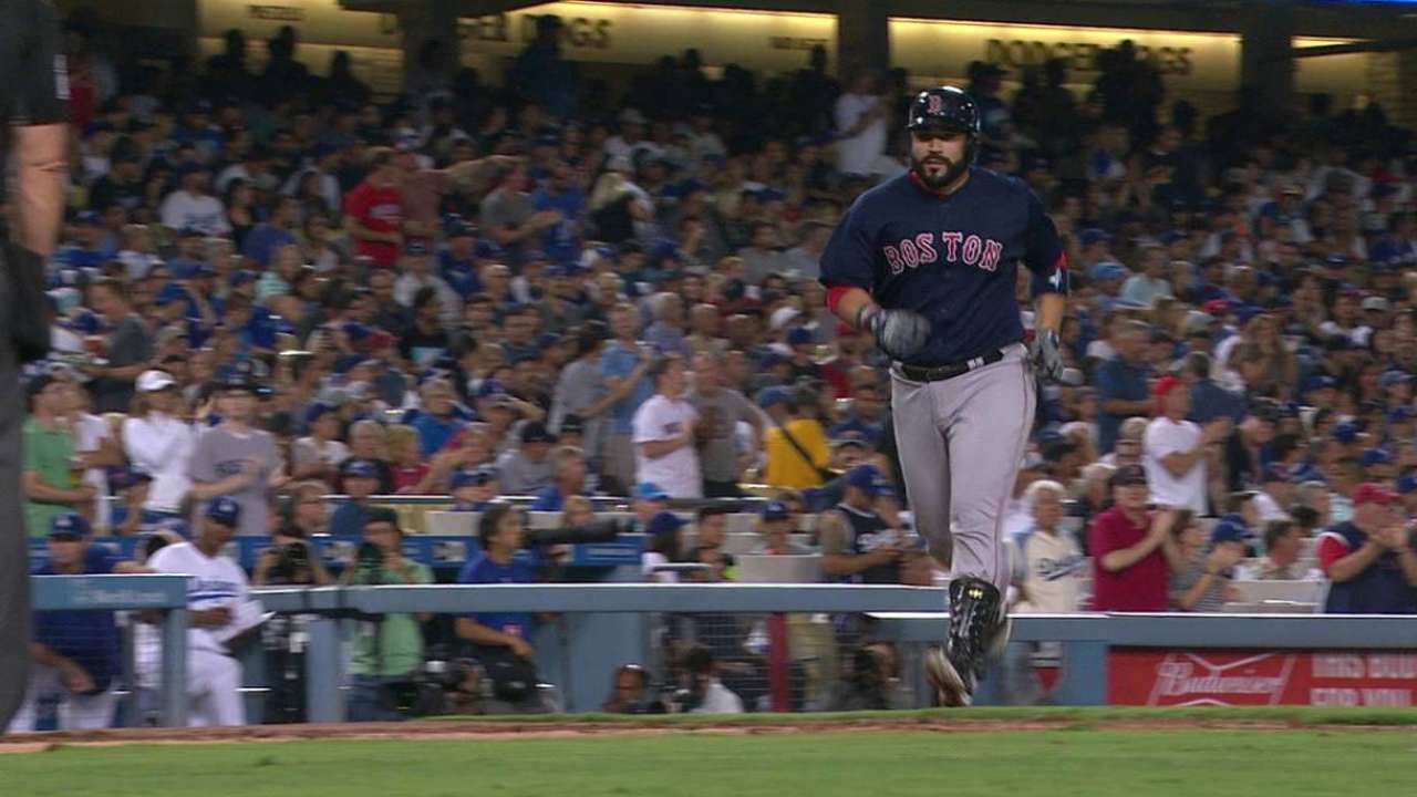 Leon's big night backs Wright in Red Sox's win