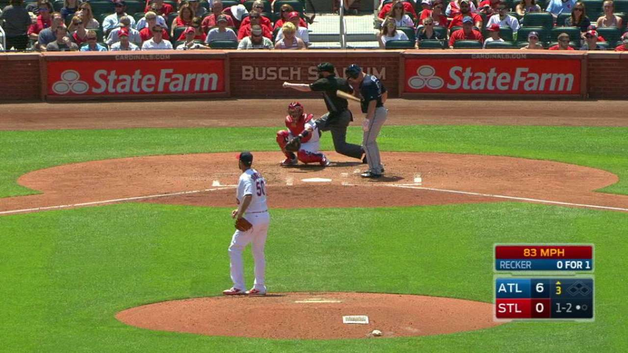Wainwright strikes out Recker