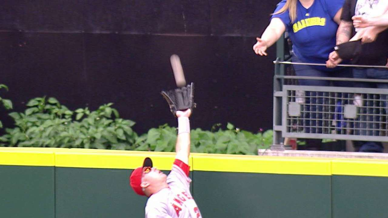 Trout celebrates 25th with slam-robbing grab