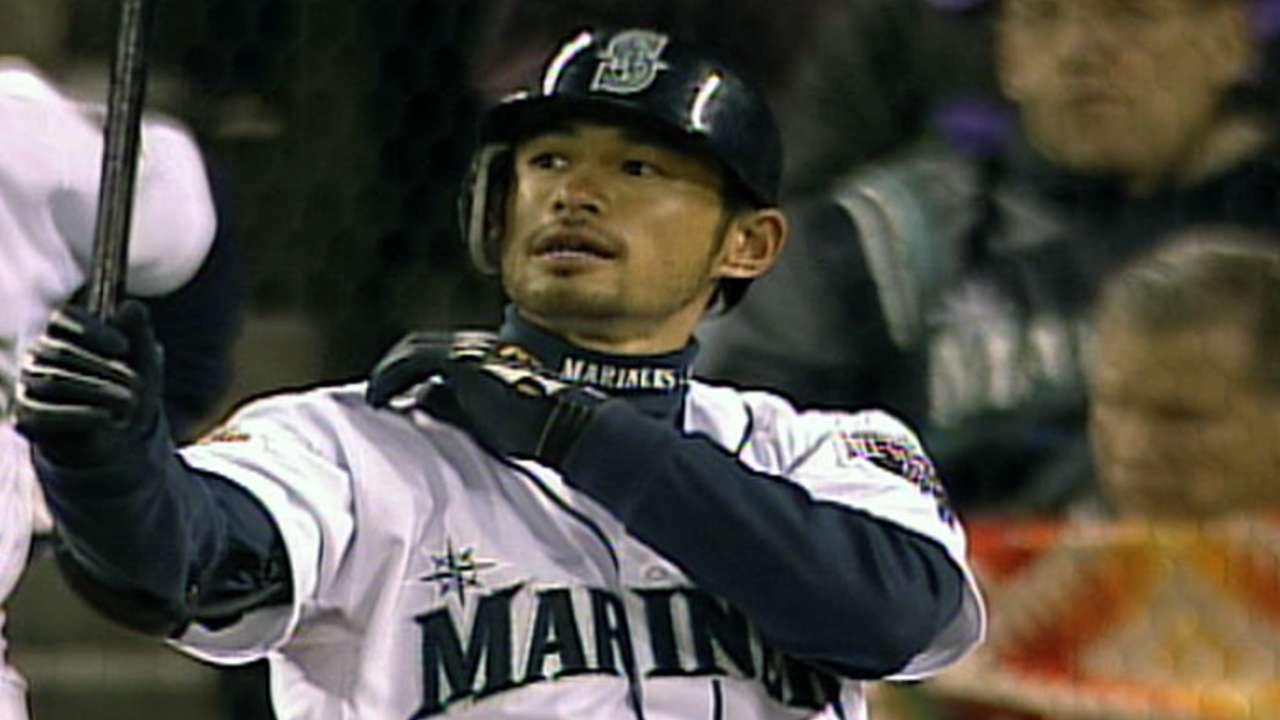 Mariners chairman/CEO Lincoln congratulates Ichiro