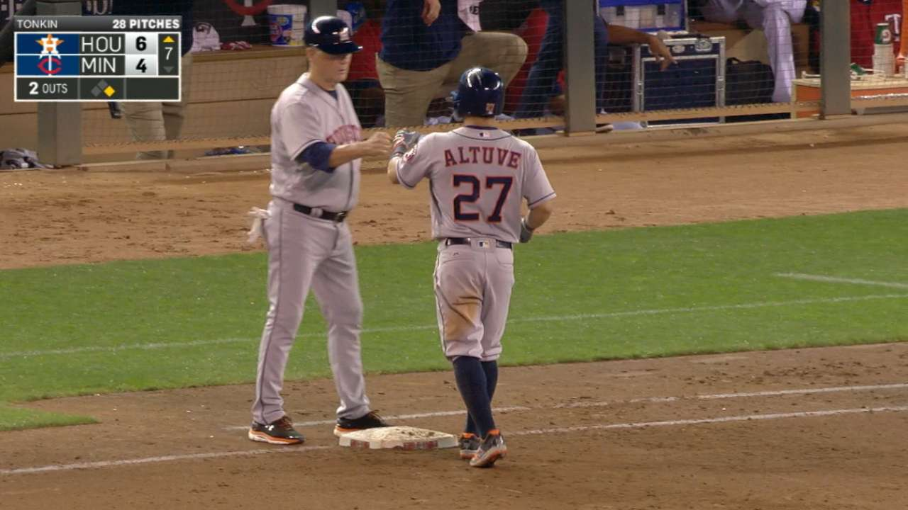Altuve returns from day off with 4-hit night