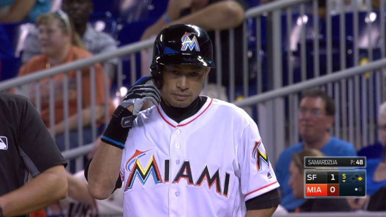 Ichiro passes Clemente on all-time hits list