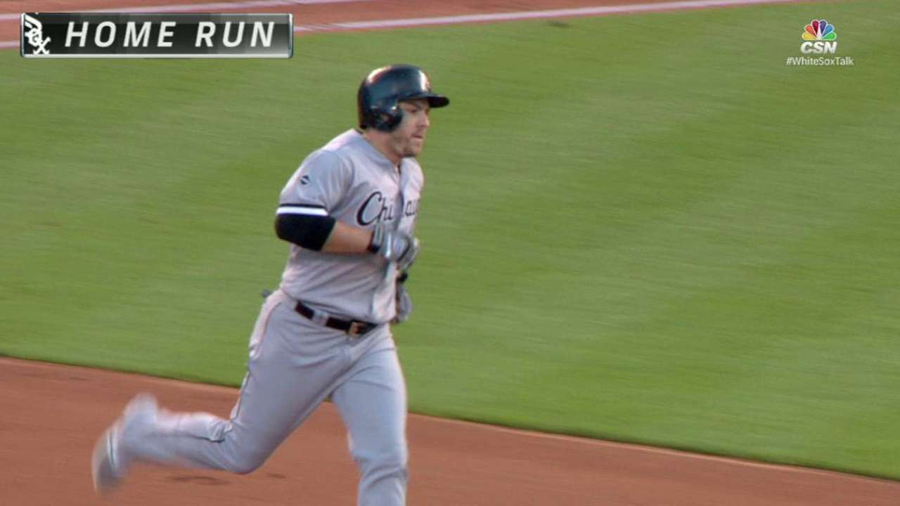 Twins sign outfielder Shuck to Minors deal