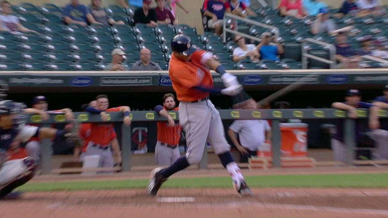 Altuve y Correa brillan, Astros barren a Mellizos en doble jornada