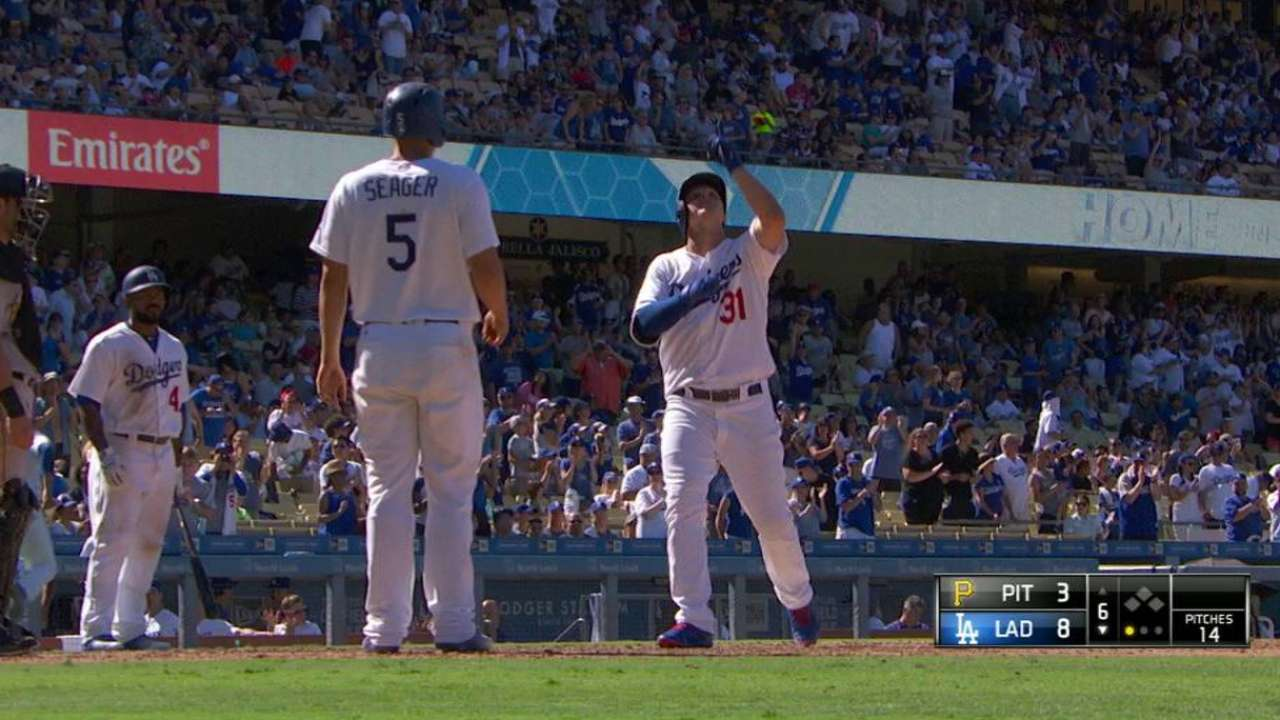 Dodgers double up Bucs, keep pace with SF