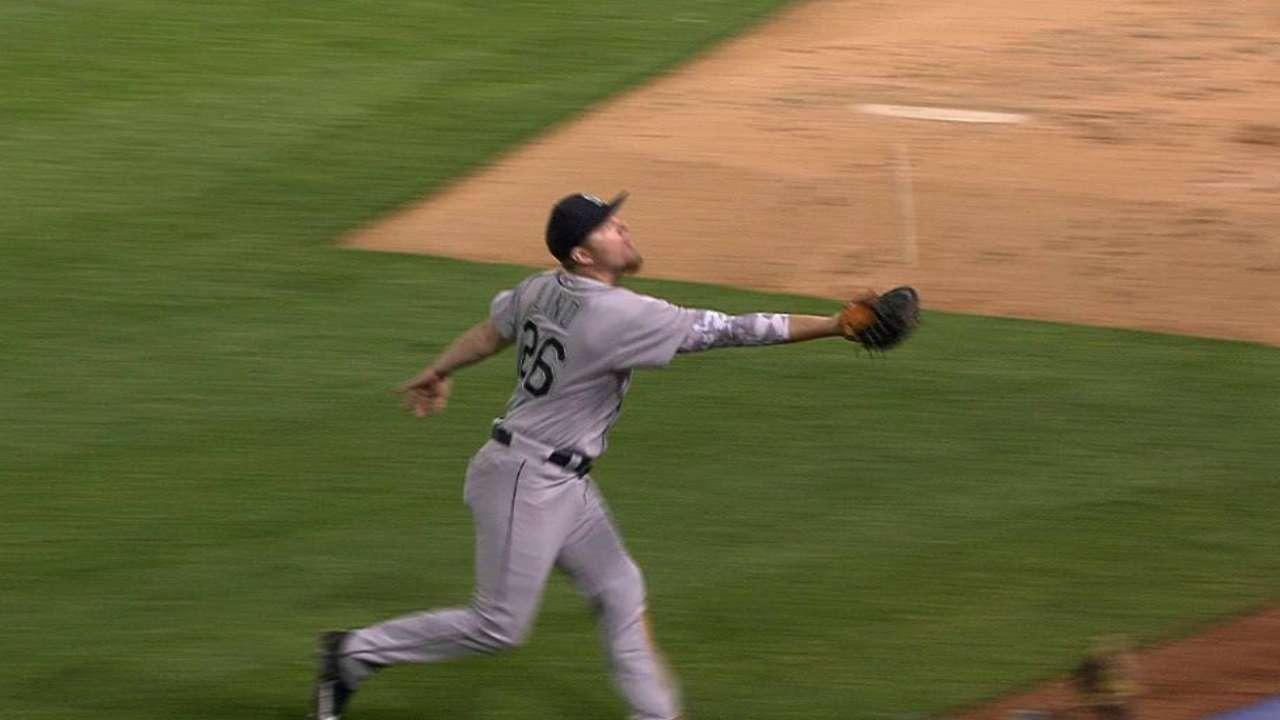 Lind's great foul-pop catch