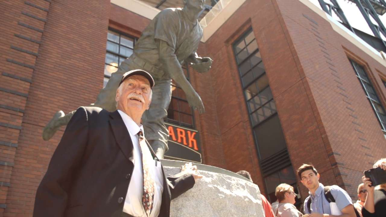 Giants immortalize Perry with AT&T Park statue