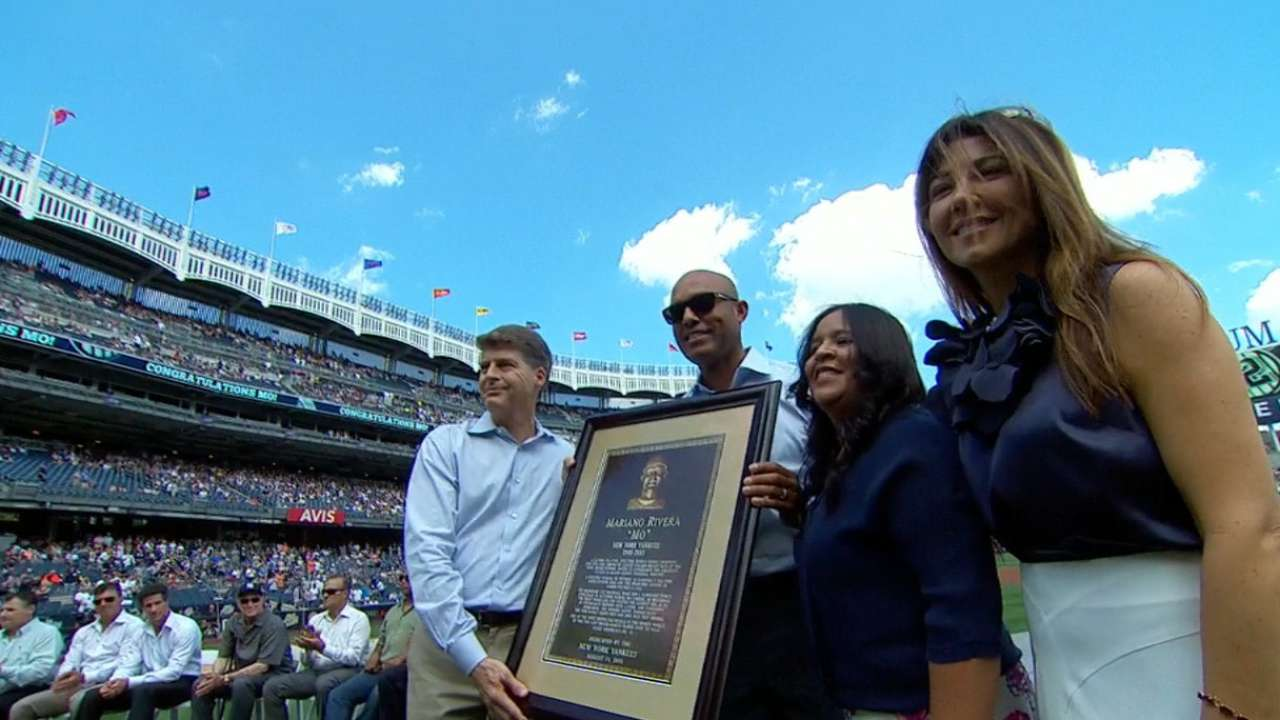 Mo gets Monument Park plaque