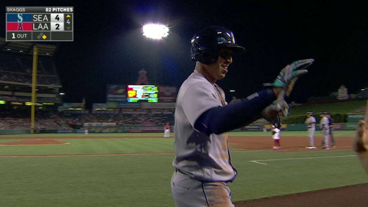 Mariners Hold Off Angels 4-3 for 10th Win in 12 Games