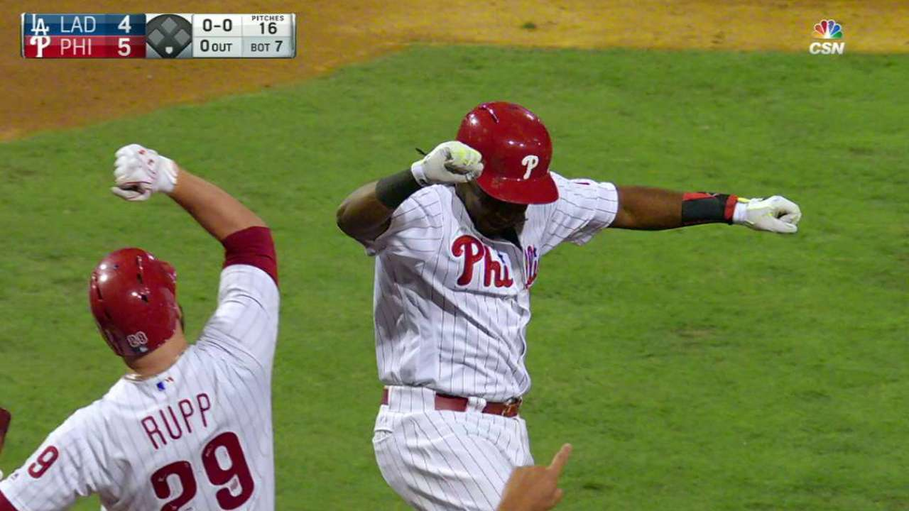 Mighty Maikel: HR powers Phils over Dodgers