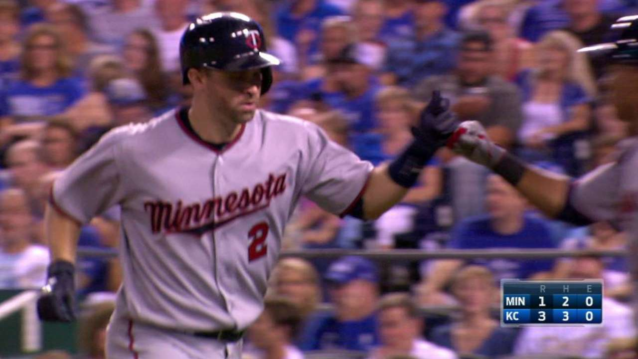 Dozier's rare feat: HRs in 7 straight vs. KC
