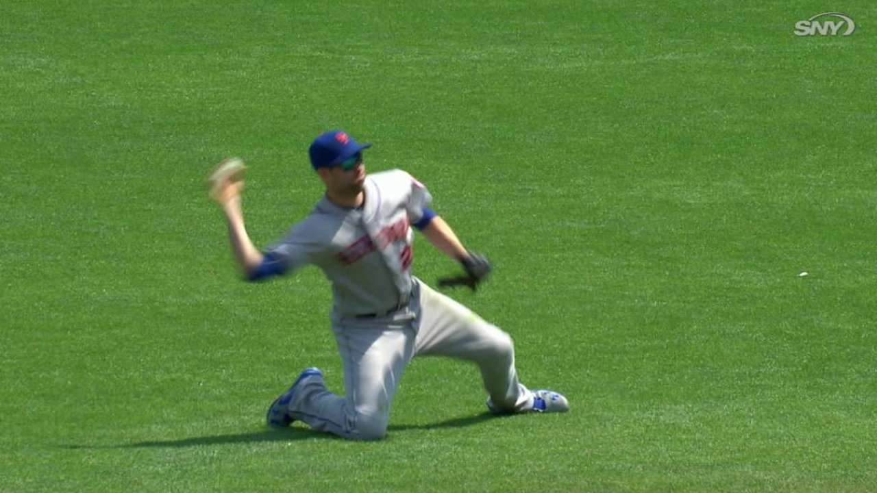 Walker goes 2-for-4 in brief return to Mets' lineup
