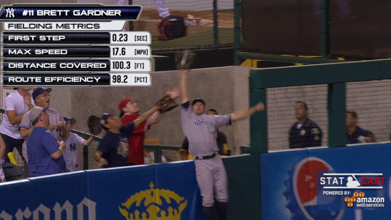 Gardner goes horizontal to rob home run