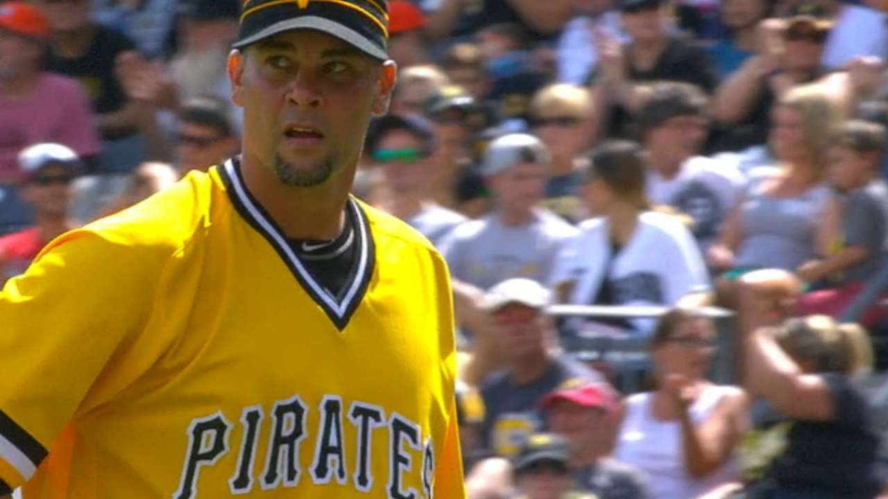 Vogelsong brushes off scare, keeps Bucs in it
