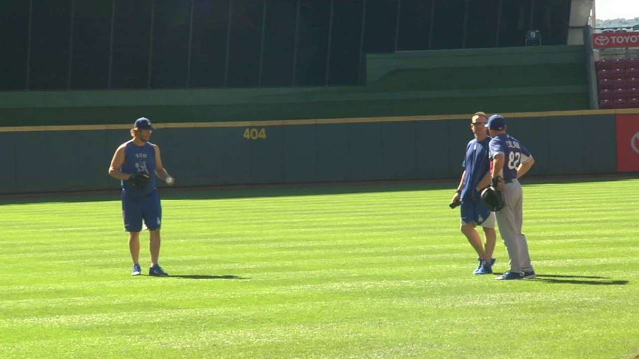 Kershaw plays catch pregame