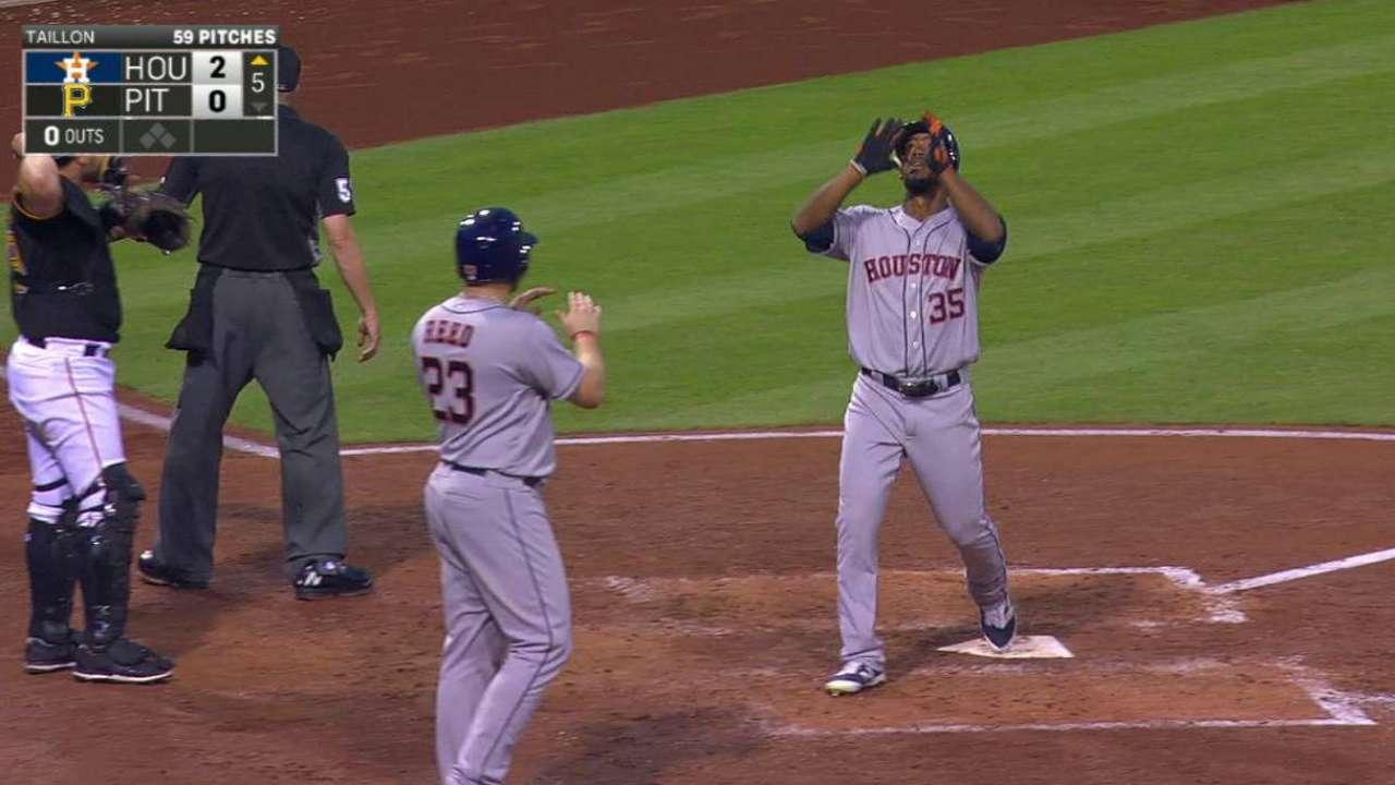 Jonrón de Hernández y un gran Fister impulsaron a Astros sobre Piratas