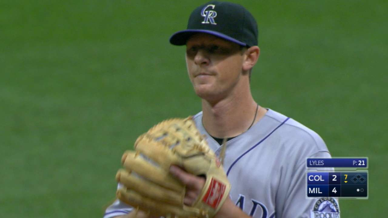 LeMahieu day to day with wrist inflammation