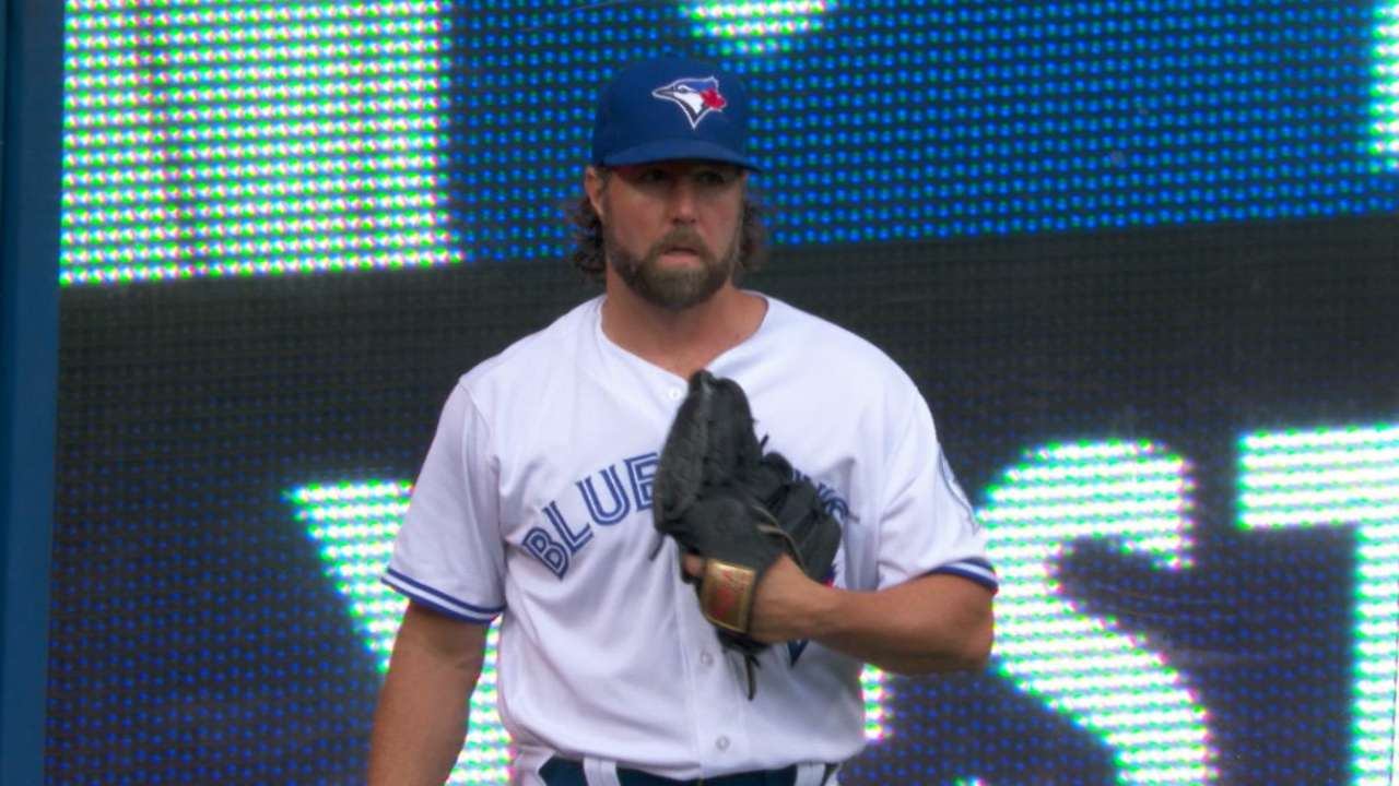 Dickey leaves Blue Jays, signs with Braves