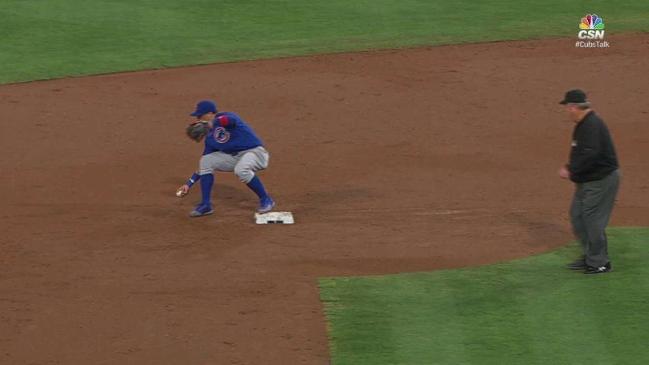 Baez's barehanded double play