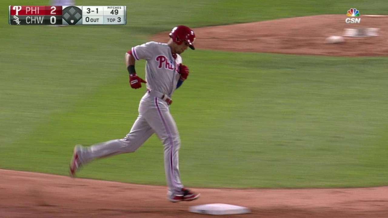 Hernández pega jonrón y los Filis se vengan de los White Sox